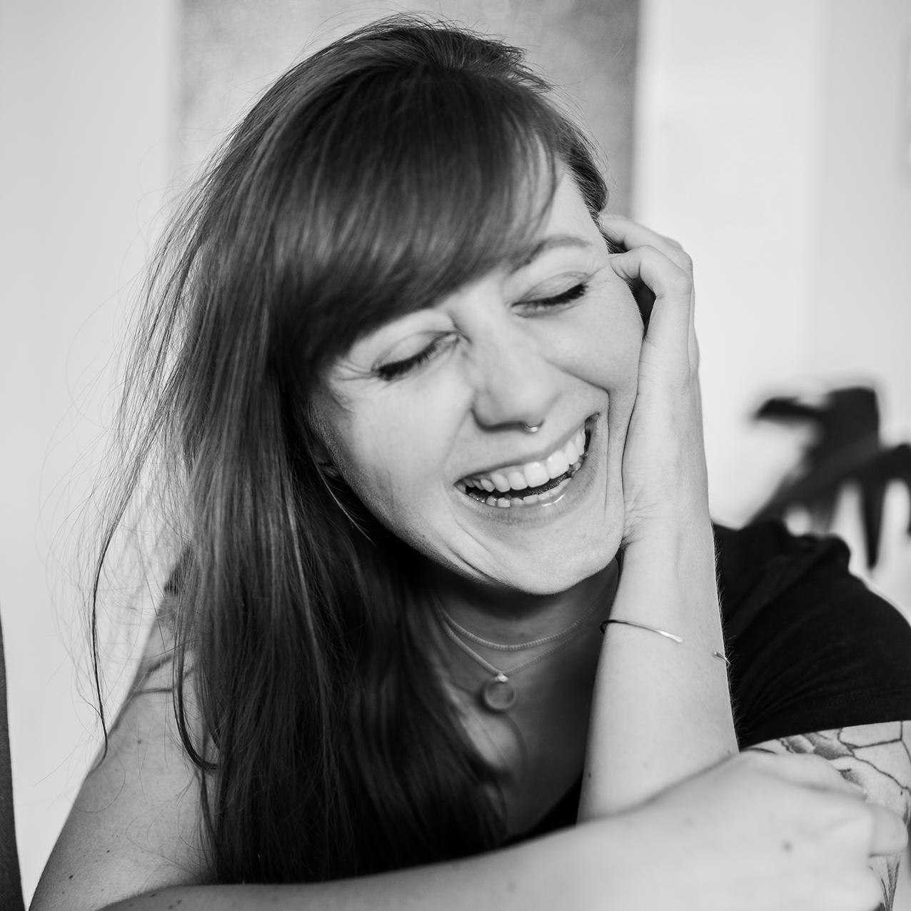 Ein Portrait der Boudoir Fotografin in schwarz-weiß